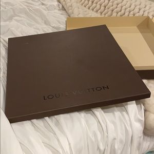 Luis Vuitton Neverfull box and satchel